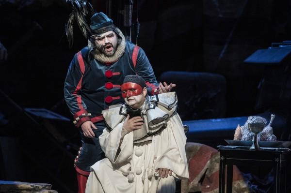 Foran Mikhail Gubsky som Canio, bak Yng Søberg som Tonio. Foto Erik Berg.