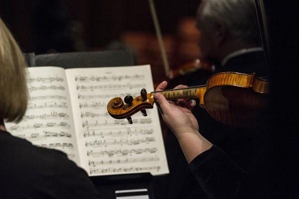 Operaorkestret og Operakoret får mye ros i Askepott.