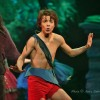 Kevin Haugan tolker flott rollen som Mowgli i Jungelboken, her sammen med sin beste venn bjørnen Baloo - Tom Sterri, som også er forestillingens regissør.