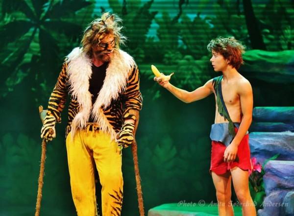 Rein Aleksander, strålende, ekte, vellsyngende som Sheere Kahn, tigeren og Kevin Haugan som Mowgli.