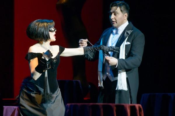 Viktorija Miskunaité and Mindaugos rojas as ROsalinde and Gabriel von Eisenstein. Foto Martynas Aleksas.