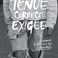 tenue correcte exigée. Catalogue front page.