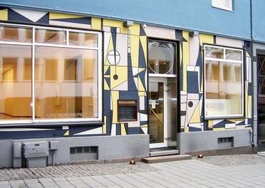 KARAKTERISTISK FASADE: Kunstnerforbundets fasade er laget av Gunnar S. Gundersen og Ludvig Eikaas (FOTO KUNSTNERFORBUNDET)