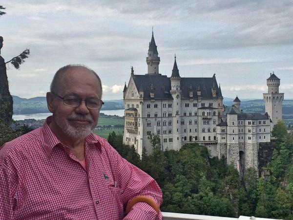 The editor Henning Høholt of Kulturkompasset at Marnenbrücke,enjoying the fantastic view to Neuschwanstein and its surroundings