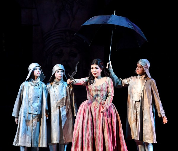 "Aragaki and the three children. Livorno, Teatro Goldoni Livorno ""Il flauto magico""    Foto Augusto Bizzi"