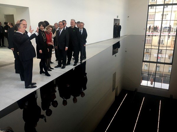 Queen Sonja and President Hollande on a tour of the new galleries. Photo: Marianne Hagen, the Royal Court.