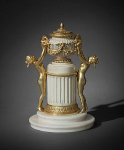 Small altar, gilt bronze by bronze Pierre Gouthière, circa 1770 Ivory, white marble, gilded bronze Private collection ©DR