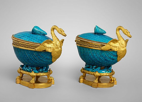 Two potpourris, Chinese porcelain, 18th century Gilt bronze by Pierre Gouthière, circa 1770-1775 © Musée du Louvre
