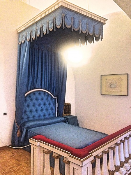 The blue bed room, suppose to be Gala´s