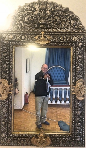 Dali bedroom mirror (with the photographer)