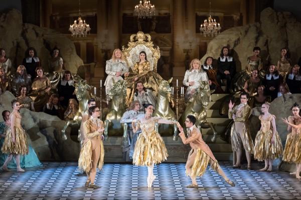 "Oper Leipzig, ""Der Rebell des Königs"", Nanae Kontora (MarionDelorme, on the throne), Jeffrey Krueger (De Monmort, below her) and the Leipzig Ballet. Foto Tom Schulze."