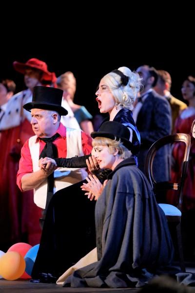 La Traviata, Pavone and chorus, second act