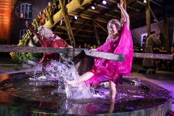 Splashing wheel of life. Photo: OscarsborgOperaen.