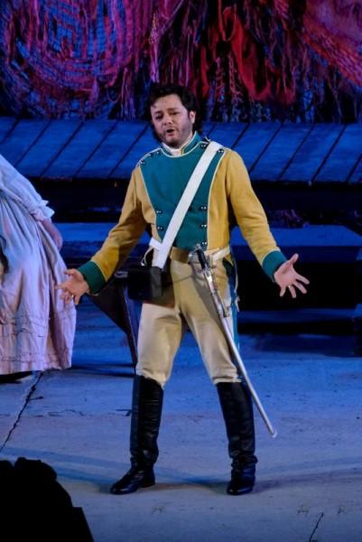 Arturo Chacón-Cruz (tenor).