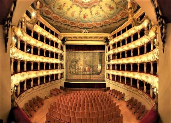 This is the beautiful Teatro Rossini in Pesaro, Foto Studio