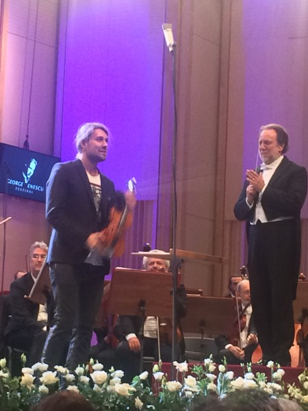 David Garrett, left and Richard Chailly with the Orchestra Philharmonia dell Scala, Milano, behind. Foto Henning Høholt