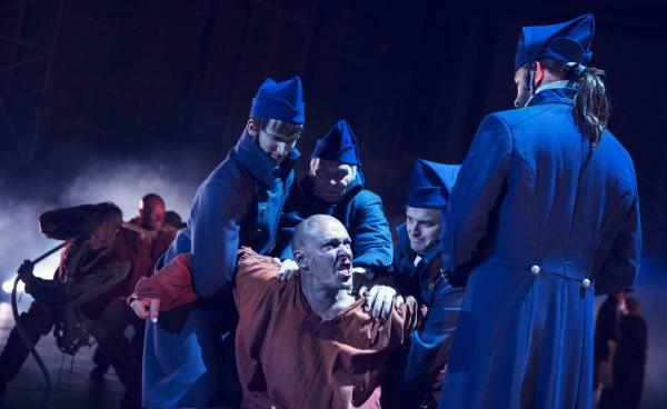 Prolog: André Søfteland og Jean Valjean og Javert Hans Marius Hoff Mittet.