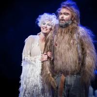 Tryllefløyten, tv. Eli Kristin Hansveen som Pamina, og Antonsen som Papageno. Foto: Jörg Wiesner.