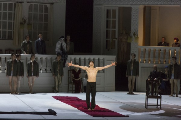 Guillaume Cote as Nijinsky in the tragic last moment, when he is in the psychiatric hospital and going to be locked in to protect him self. Foto: