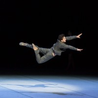 Guillaume Coté in one of his many dangerouse powerful jumps as Nijinsky. Foto Aleksandr Antonijevic