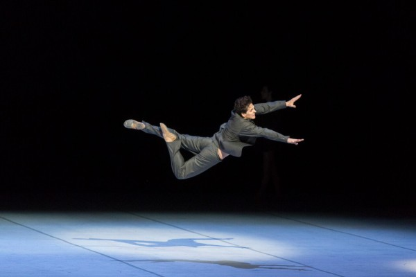Guillaume Coté in one of his many dangerouse powerful jumps as Nijinsky. Foto Aleksandr Antonijevic