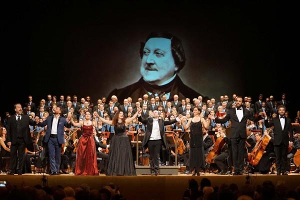 Concerto gala, Pisa. Curtain call. From left; Scandiuzzi, Scala, Salvatorelli, Ciofi Pasqualetti, Regazzo, Sgura Mezzaro. Foto: