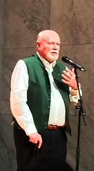 Første akt av Valkyrien,  ble innledet med en glimrende presentasjon, presentert av Norges Wagner ekspert no. 1. Egil Konstantin Akselsen. Forbildelig bra. Foto Tomas Bagackas.
