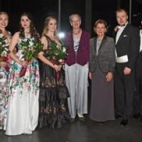 De to dronningene med kveldens solister, helt til venstre førstepris vinneren 2017 tenoren Seingju Mario Bahg, . Foto: Sven Gj. Gjeruldsen, Det kongelige hoff.
