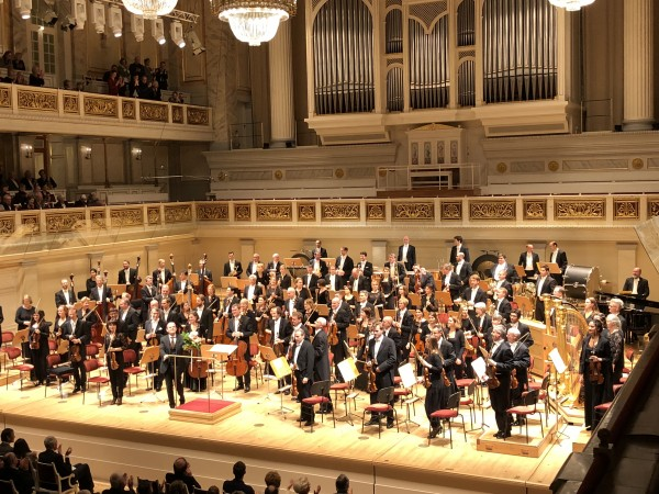 Berliner Staatskapelle after a succesfull Firebird by Igor Stravinsky, In Center Francois-Xavier Roth. Foto Tomas Bagackas.