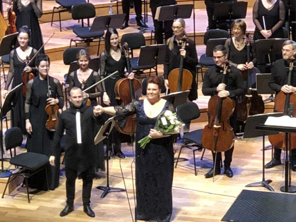 Applaus for Marie-Nicole Lemieux, alto, after her beautiful presentation of Hector Berlioz Les Nuits d´eternal    <div title=