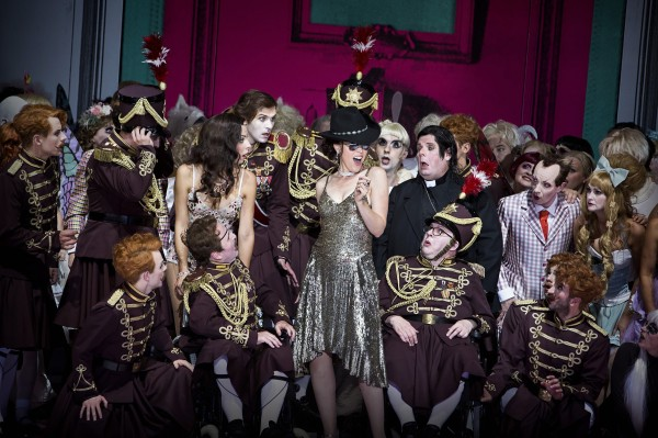 Jacques Offenbach Die schöne Helena - Extraordinary  . A must to see in Berlin. Foto Ivo Freese.