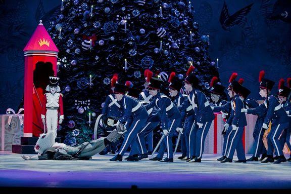Fra Nøddeknækkeren med Den Kongelige Ballet i København.. Foto: Det Kongelige Teater.